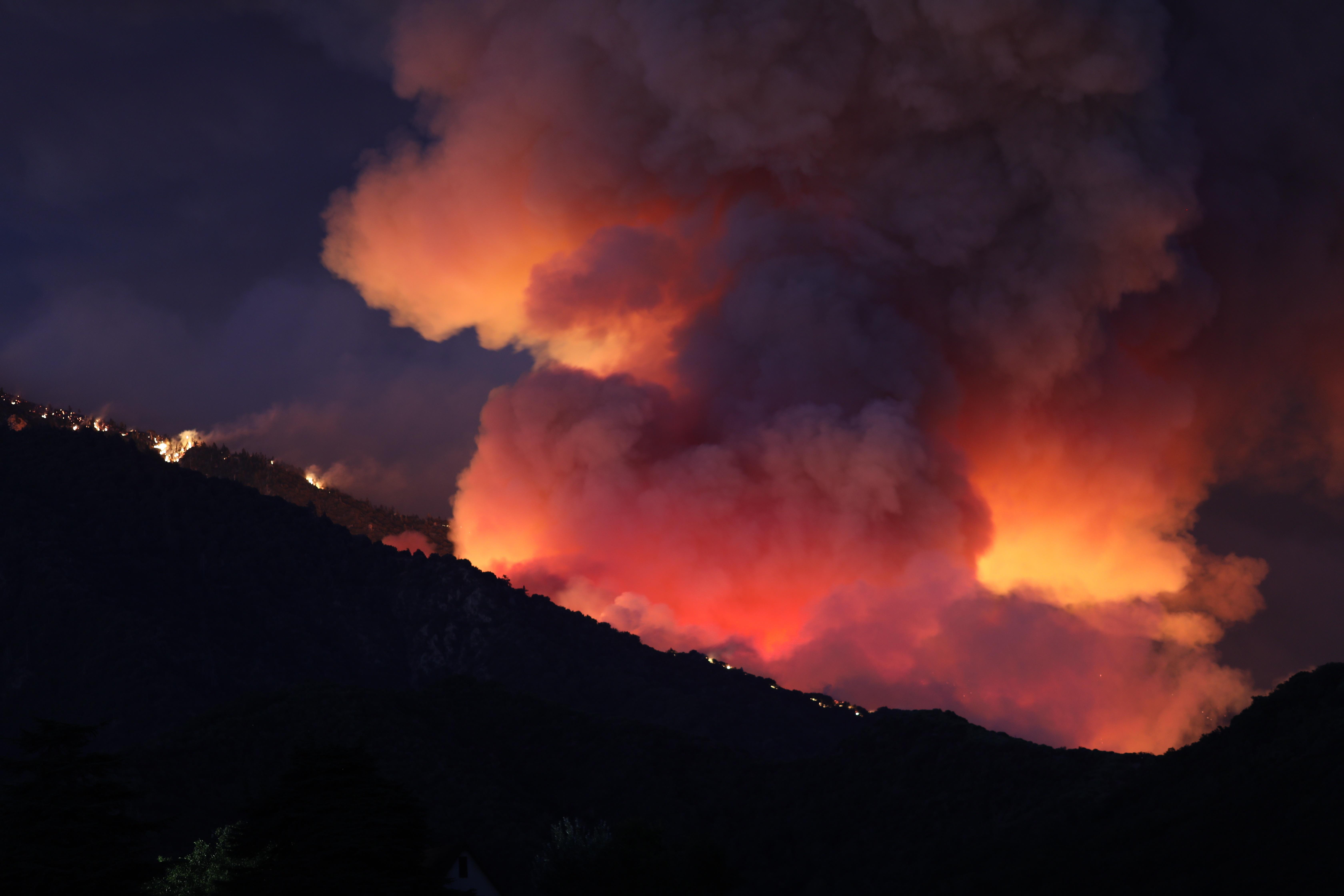 El fuego ha afectado ya a más de 20,000 acres, según las autoridades. Foto: DAVID SWANSON / Efe