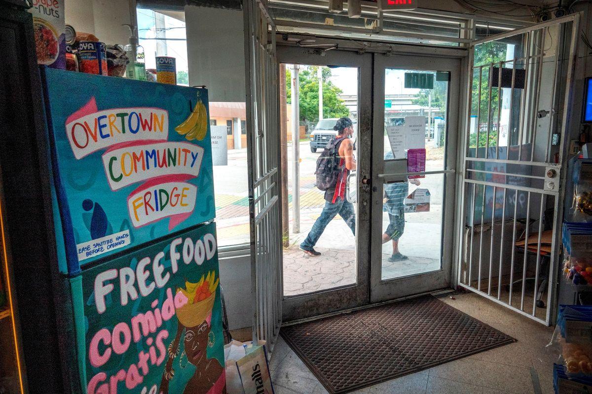 Harba Food Store, donde está instalado uno de las neveras comunitarias, en Overtown Miami.