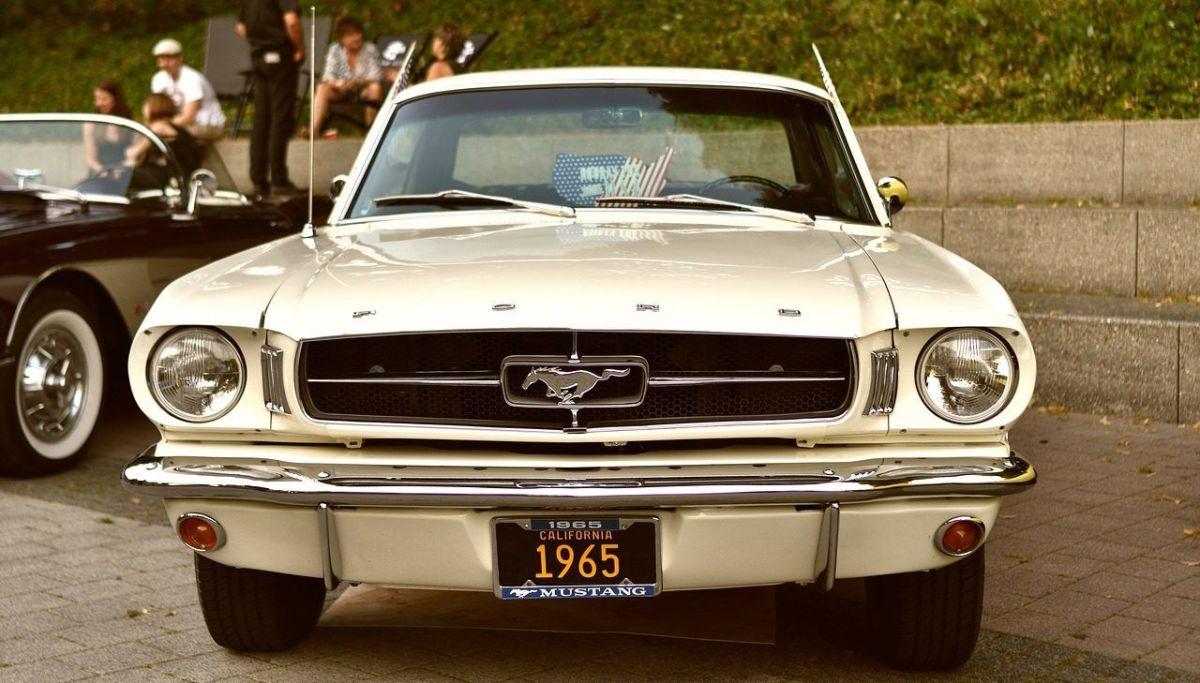 Ford Mustang 1965. / Foto Pixabay.