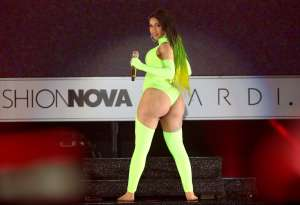 "Cardi B compara su carrera musical con su anterior vida de ""stripper"""