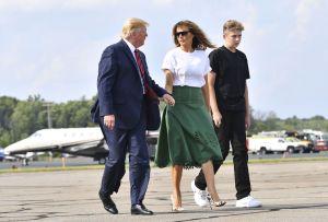 Trump exige reapertura de escuelas y críticos lo retan a enviar a su hijo Barron primero