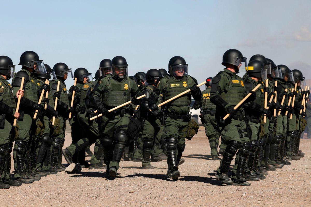 Grupo antimotines de la Patrulla Fronteriza.