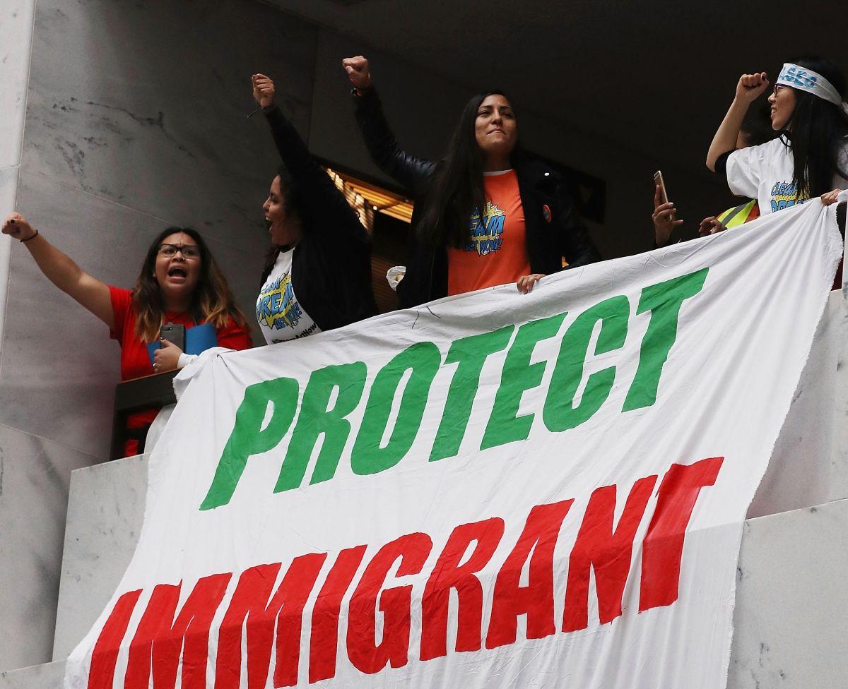 Inmigrantes indocumentados de Nueva Jersey recibirán licencias profesionales