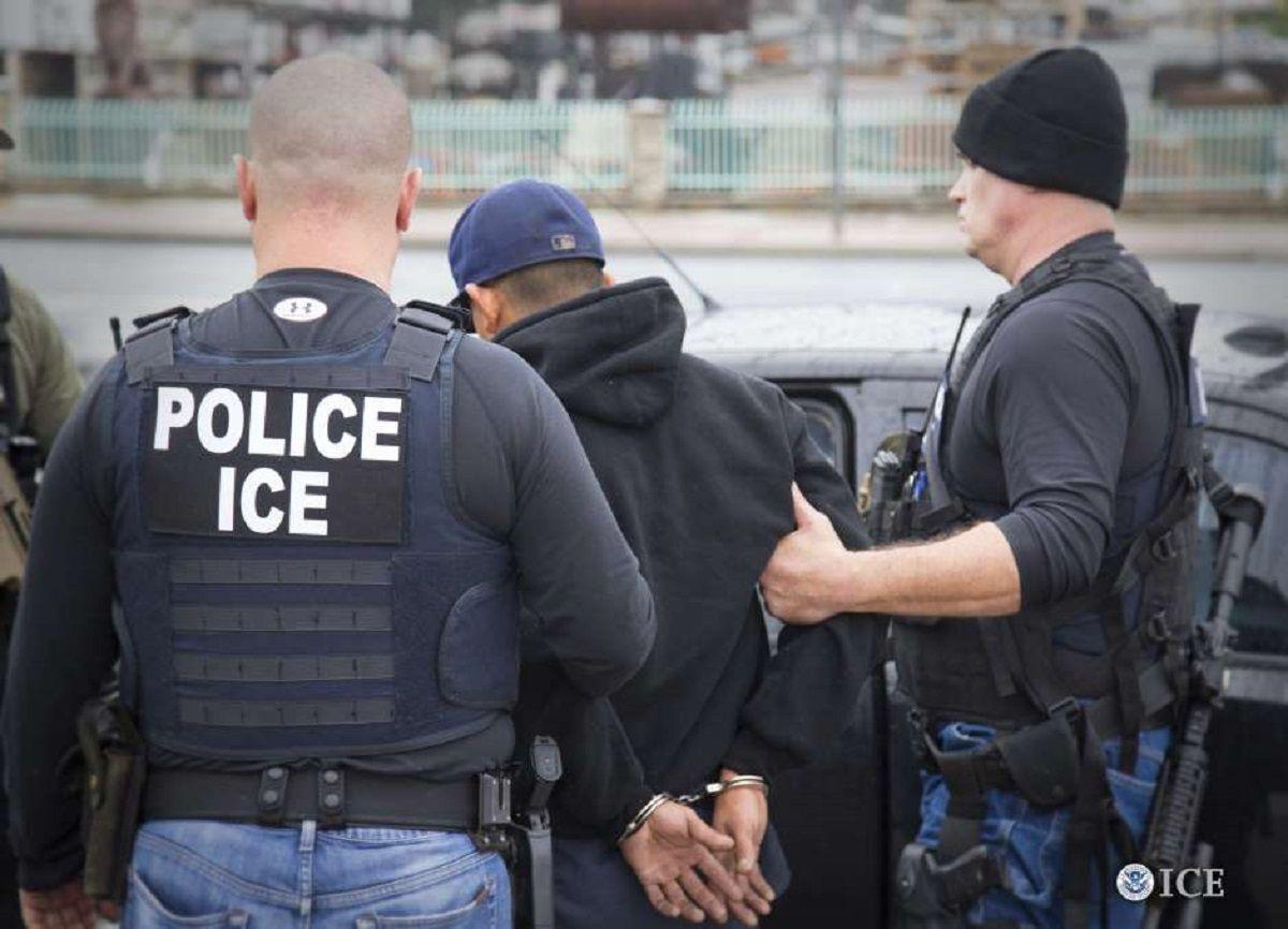 Redada de ICE en Texas resulta en el arresto de 125 inmigrantes; dicen que buscaban a criminales