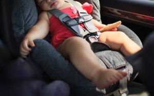 Hermanitos de 1 y 3 años mueren sofocados en auto en Alabama bajo temperaturas de hasta 90 °F