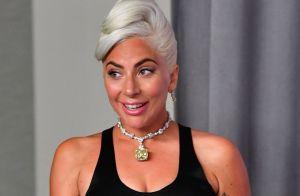 Lady Gaga tiene una imponente pickup roja en su colección de autos
