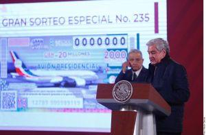 """Billetes de Lotería que """"sobren"""" de la rifa del avión presidencial serán para el sector Salud"""