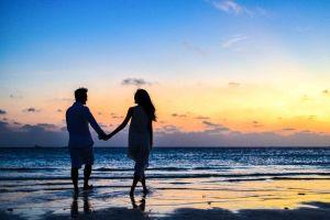 Qué hechizo hacer para tener un amor de verano (y que sea perdurable)