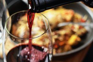 ¿Qué tan saludable es tomar vino tinto?