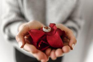 La asombrosa historia de una pareja que recuperó su anillo de casados 60 años después de haberlo perdido