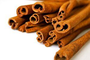 5 efectos negativos de consumir demasiada canela