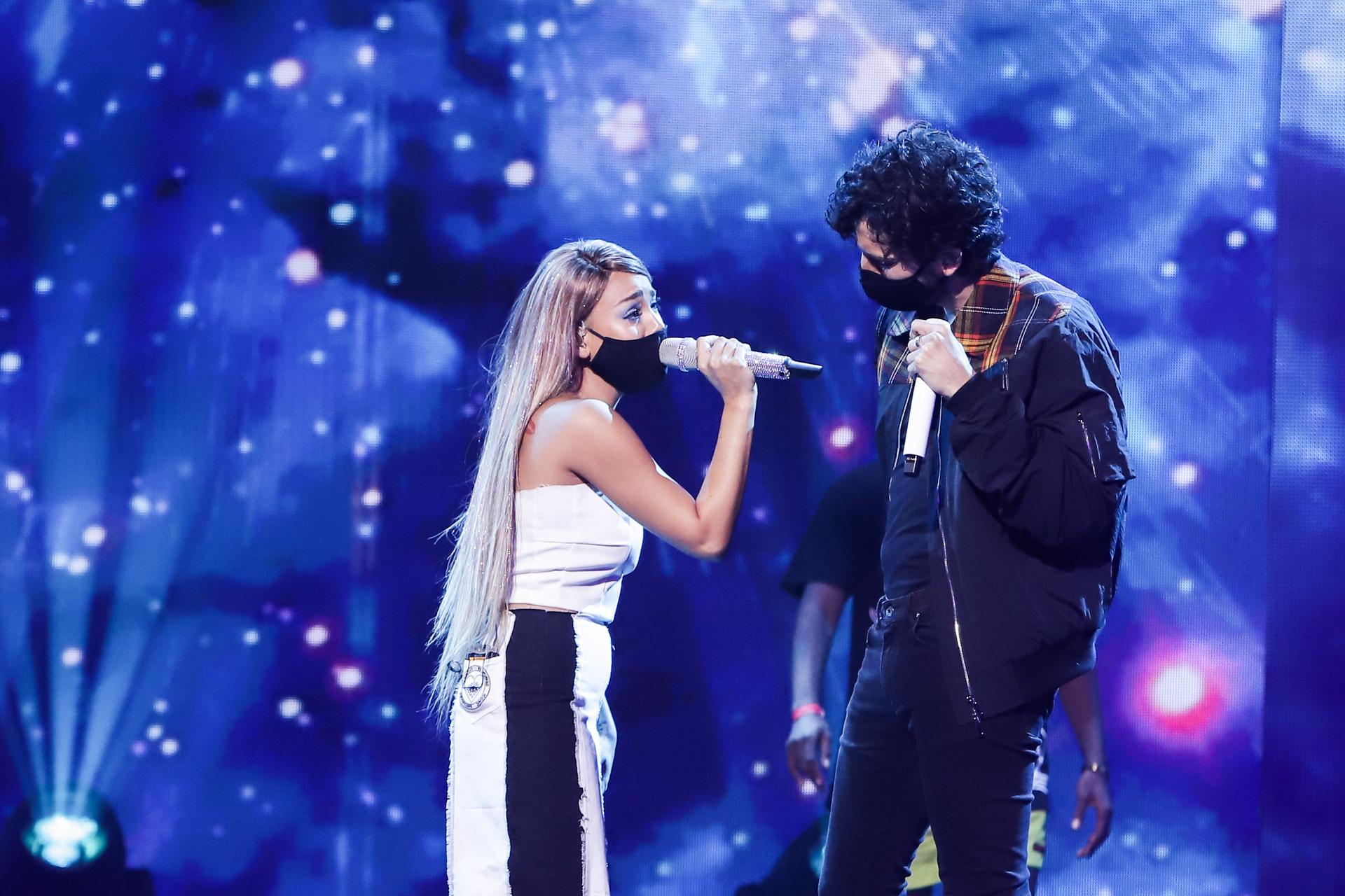 Danna Paola y Sebastián Yatra en los ensayos de Premios Juventud.
