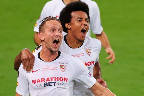 Luuk De Jong celebrando su segundo gol del partido.