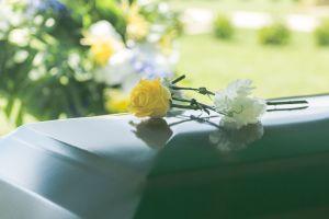 Padre muere durante el funeral de su hijo de 8 años