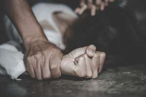 Mujer es violada por cinco hombres en Puerto Rico