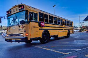 Muere niño de 2 años al haber sido olvidado por el chofer dentro de autobús escolar