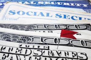 Plan de Trump para suspender impuestos a trabajadores pondría en grave riesgo fondos del Seguro Social