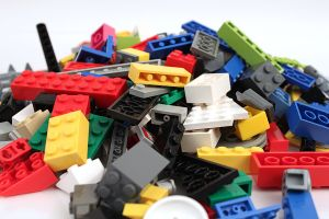 Niño vive con pieza de Lego atorada en la nariz durante 2 años