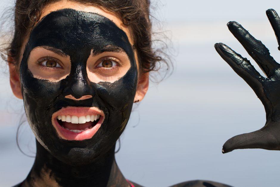 Remedios antiedad: 4 mascarillas exfoliantes de lodo marino para rejuvenecer tu piel