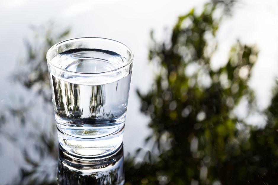 ¿Qué es el agua alcalina y cuáles son sus beneficios?