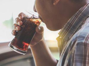 Por qué los refrescos light pueden generar daño a tu salud