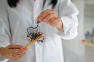 3 remedios caseros que funcionan para frenar la caída del cabello