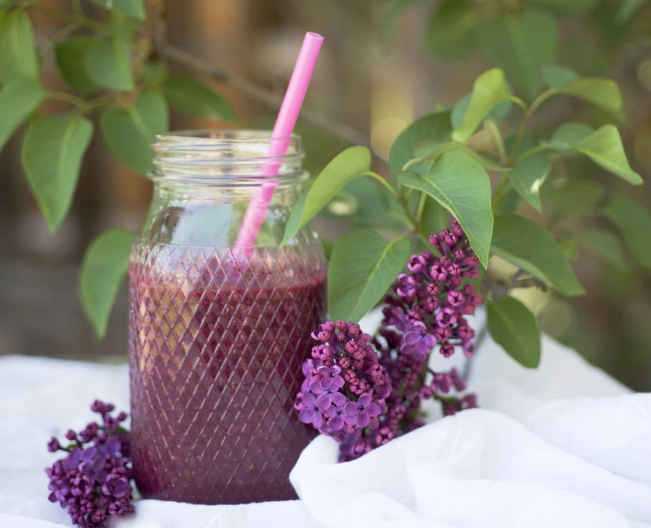 Anti-inflammatory smoothie with berries, green vegetables and ginger that will heal you from the inside out