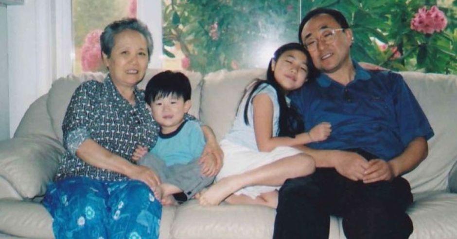 Hermanos que perdieron a sus padres y abuela por el COVID reciben miles de dólares en donaciones