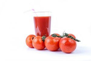 ¿Cansado de las ensaladas? Prueba este potente jugo de tomate y vegetales, el perfecto sustituto
