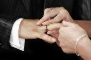 Suegra furiosa interrumpe la boda de su hijo por un pequeño detalle en los votos de la novia