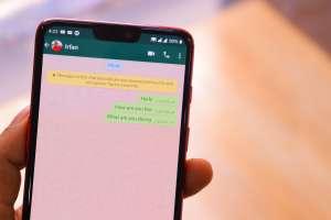 Mujer relata por error su aventura sexual a su familia en Whatsapp