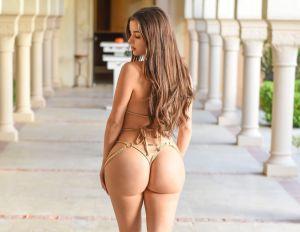 Demi Rose en bikini de colores y de espaldas: sus 91.5 cms de cadera sacuden Instagram