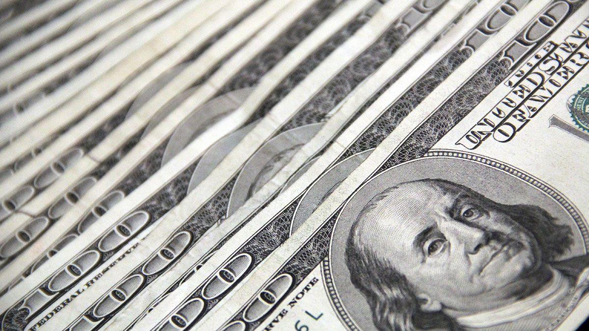 Millones de estadounidenses, la mayoría de bajos recursos, esperan por su pago de estímulo económico.