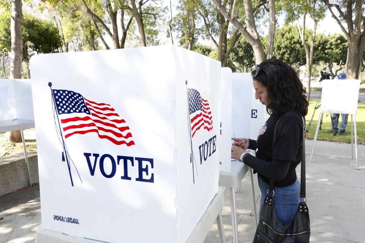 Presionan por protecciones contra la intimidación de votantes latinos
