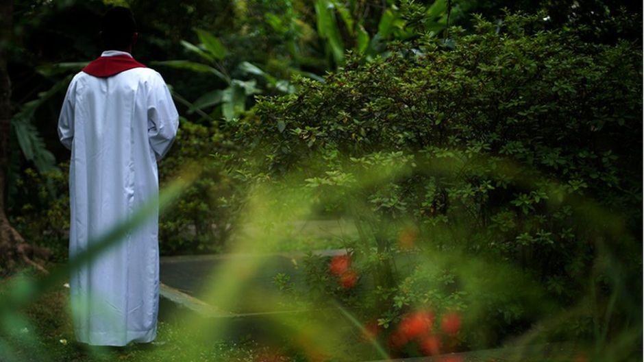 """Hielo en el pene, exorcismo y miedo: los curas homosexuales """"silenciados"""" por la Iglesia en Brasil"""