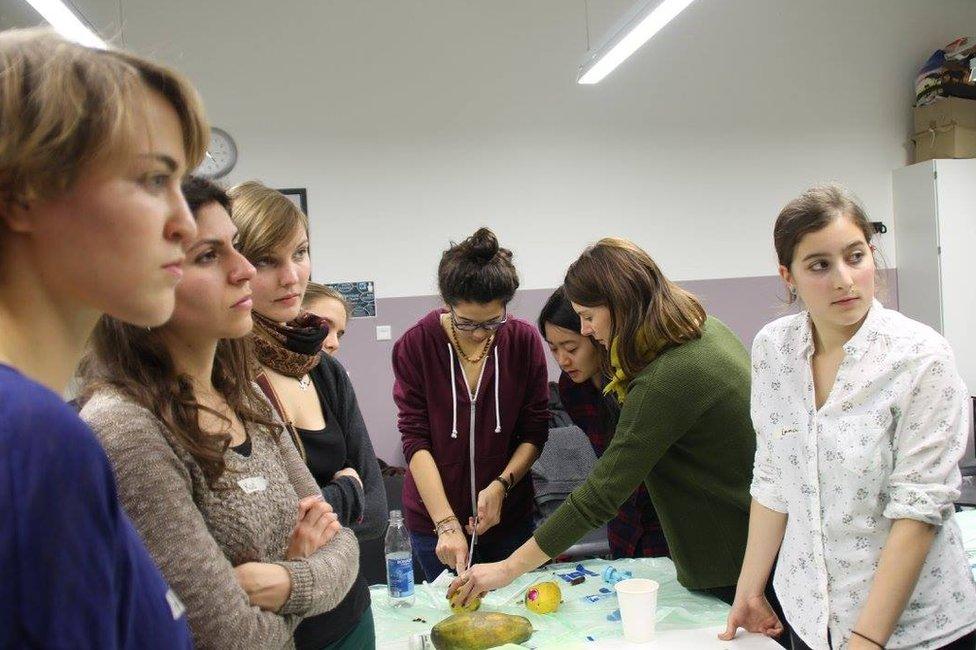 Los riesgos de que cada vez menos doctores sepan practicar un aborto en Alemania