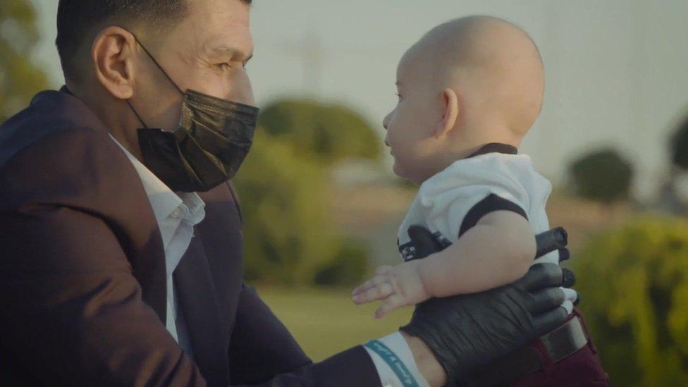 Abdullah Kurdi ha intentado rehacer su vida y tiene un nuevo hijo que llamó Alan.