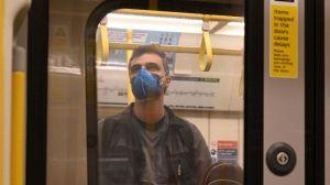 Además de la mascarilla, otras 4 reglas de oro para viajar seguro en el transporte público durante la pandemia de coronavirus