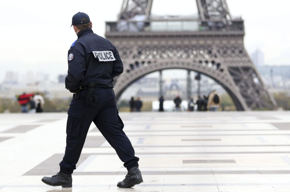 Reabren torre Eiffel, en París, Francia, tras falsa amenaza de bomba