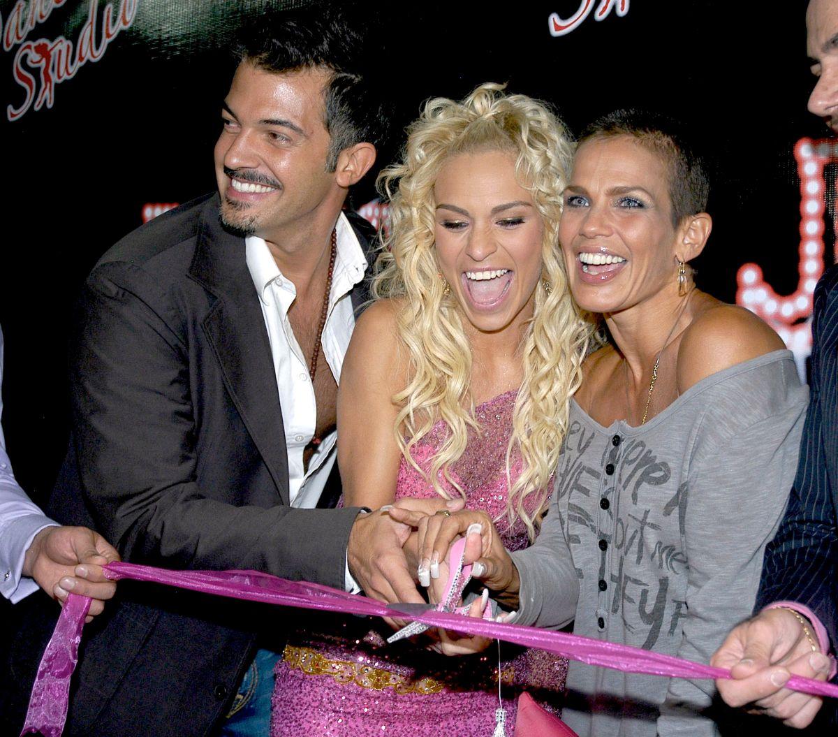 Jenny García junto a Niurka Marcos y Fernando del Solar.