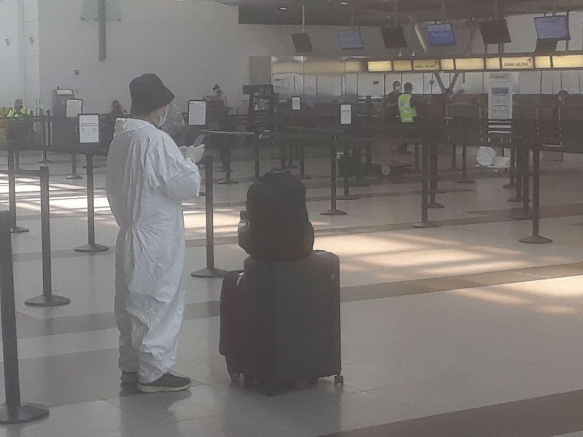 Soledad y precaución en aeropuerto JFK