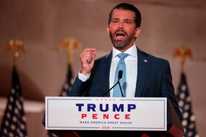 Trump Jr. intenta justificar los $750 que su padre pagó en impuestos
