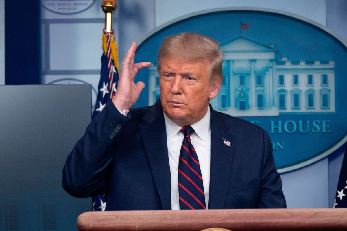 El presidente critica a demócratas por recaudación de fondos.