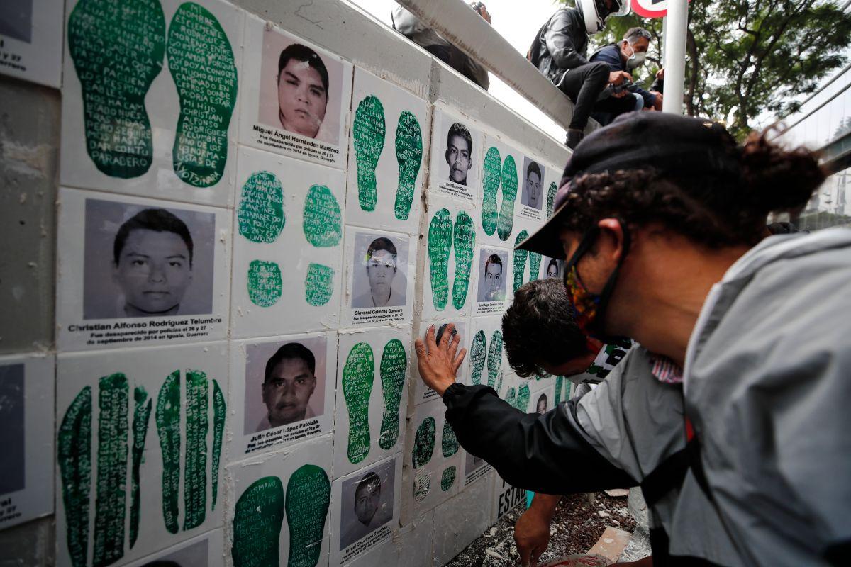 Familias de los desaparecidos en Ayotzinapa continúan el reclamo de justicia.