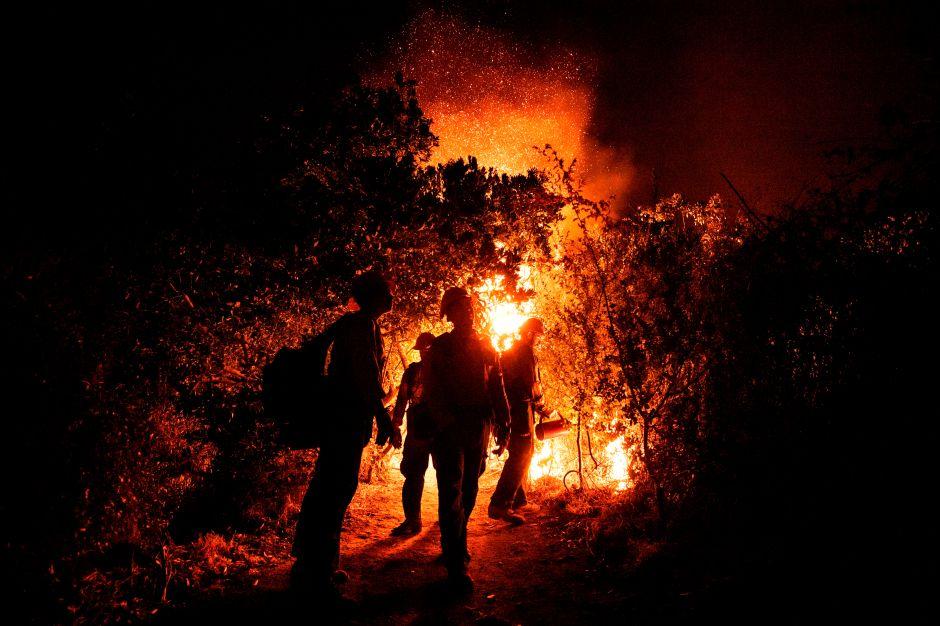 Bomberos pierden avance en el incendio Bobcat Fire de Los Ángeles y éste se expande peligrosamente
