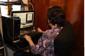 Captan a maestra humillando a alumno por tomar clases en un sitio de internet público