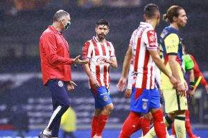 'Bofo' arremetió en contra de los jugadores de Chivas por perder el Clásico y salir riendo