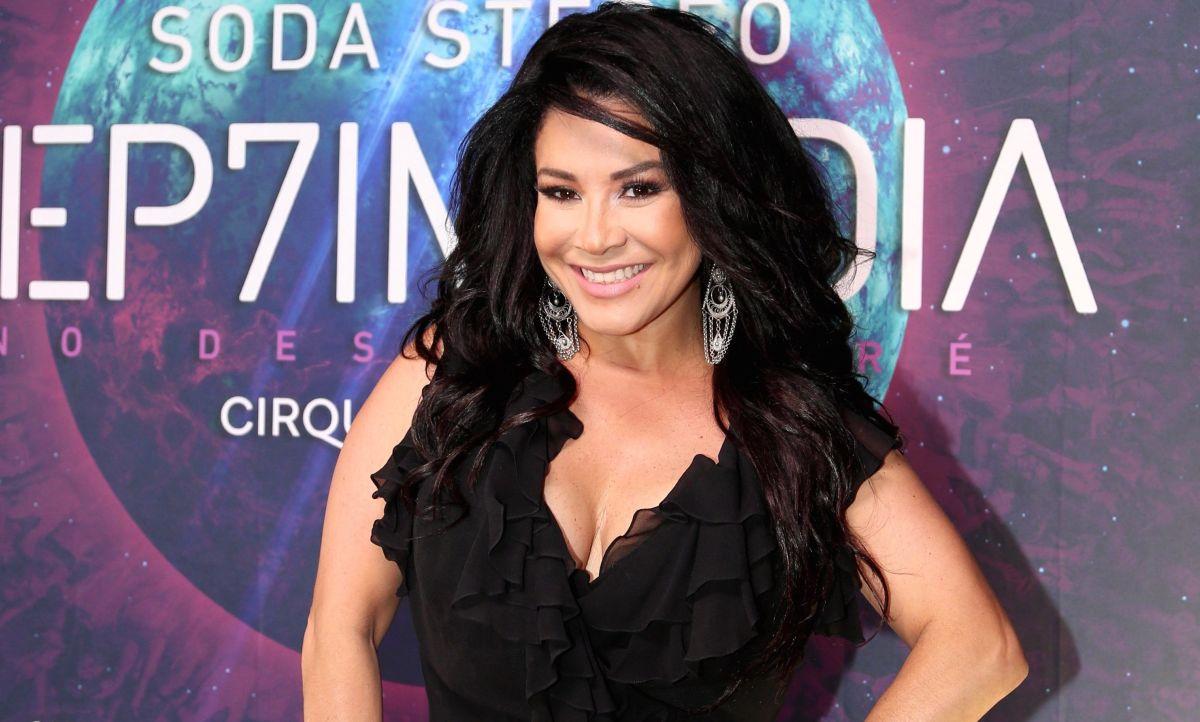 Dicen que Carolina Sandoval tiene lombrices y la acusan de abusar del doble por comerse una concha