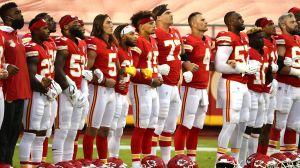 Chiefs y Texans unidos contra el racismo, así inicia la NFL