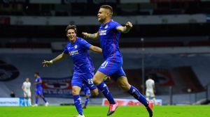 Cruz Azul le arrebata el liderato al América con gol de último minuto